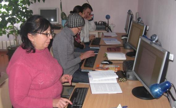 Citizens learning computer and e-government skills in their local library.