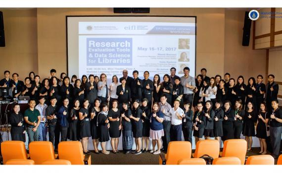 Thailand workshop participants in a group.